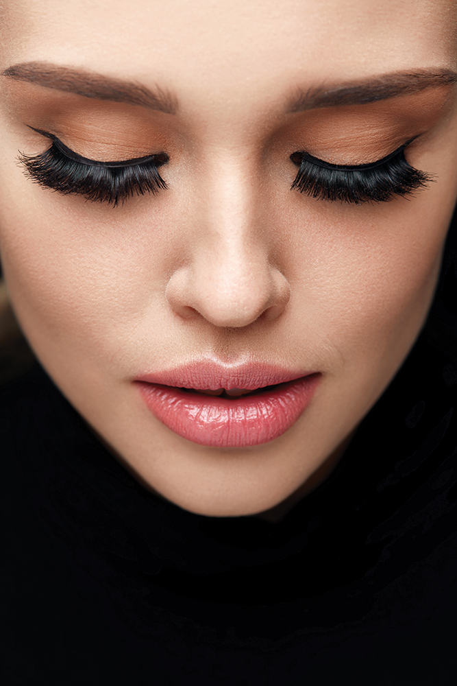 Fitting your false eyelashes